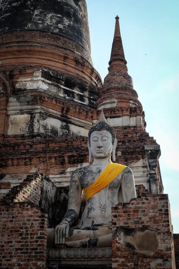 Buddhastaty p? Wat Yai Chai Mongkhon arkivbilder