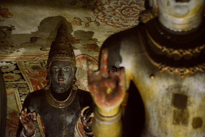 Buddhastatyer av Dambulla den guld- grottatemplet arkivbild
