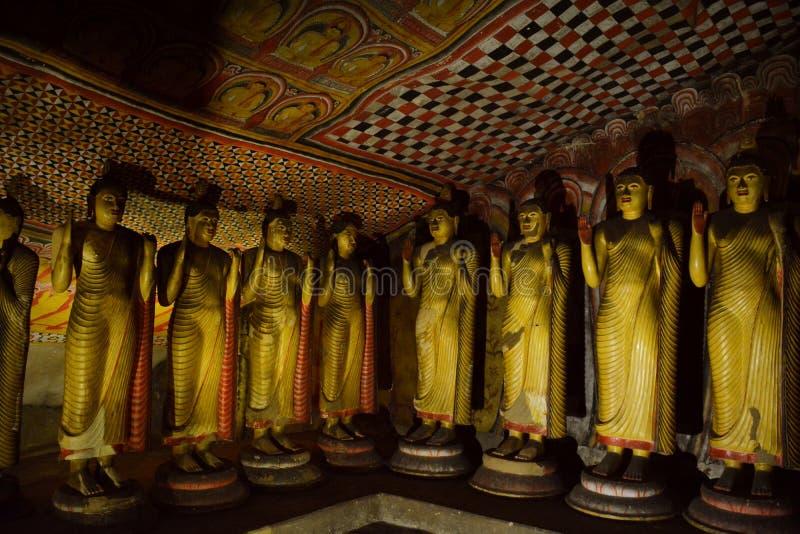 Buddhastatyer av Dambulla den guld- grottatemplet arkivfoto