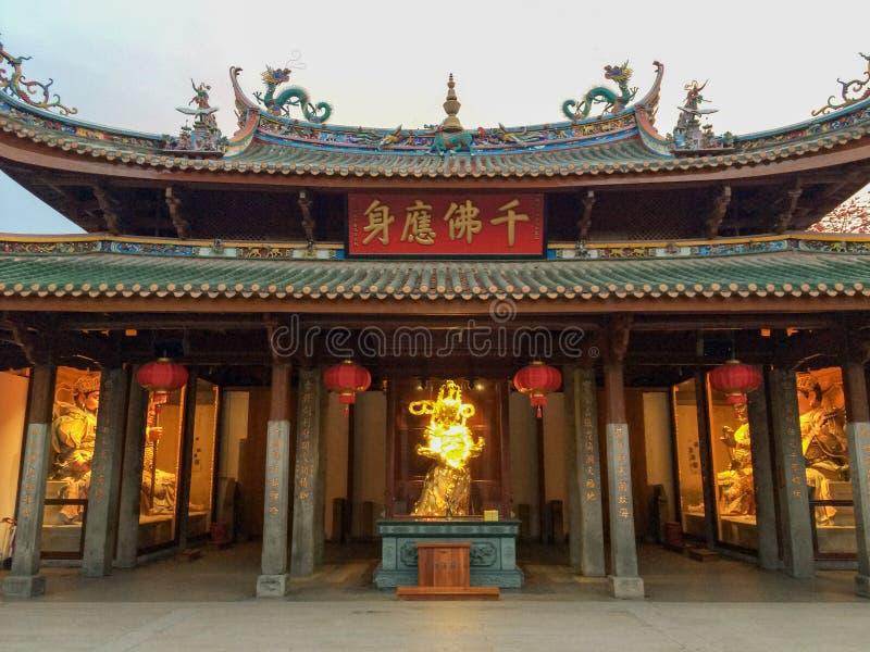 Buddhastatyer i den Nanputuo templet i den Xiamen staden, Kina arkivbild