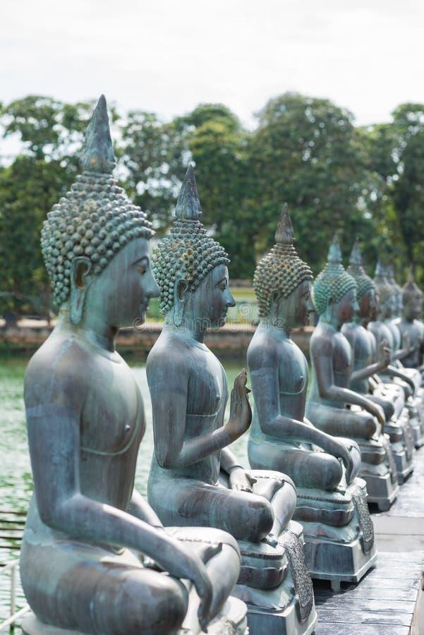 Buddhastatyer i Seema Malaka Temple i Colombo, Sri Lanka arkivbilder