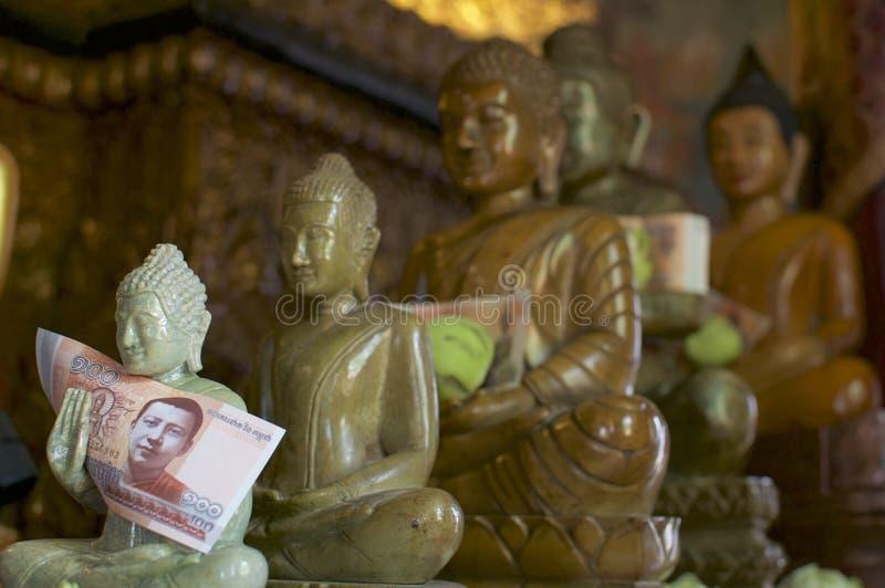 Buddhastatyer på Wat Phnom i Phnom Penh, Cambodja arkivfoton