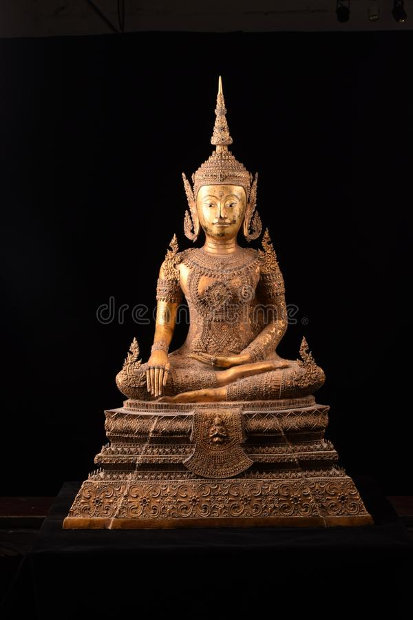 Buddhastatysammanträde arkivbilder