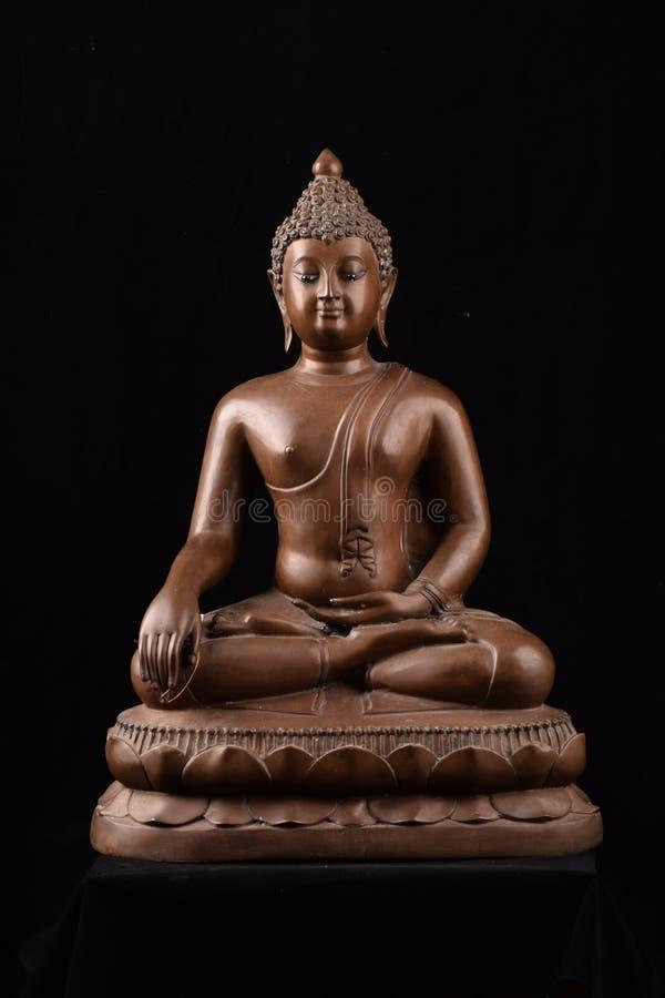 Buddhastatysammanträde arkivfoton