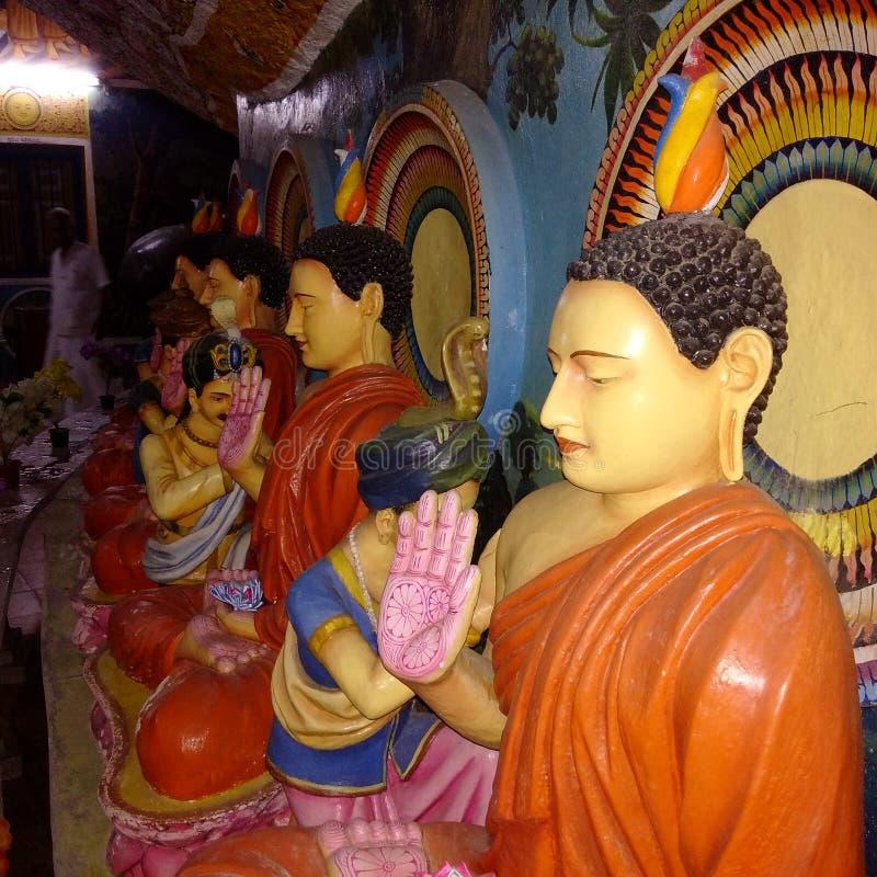 Buddhastatysikter med färgrikt forntida planlägga royaltyfria bilder