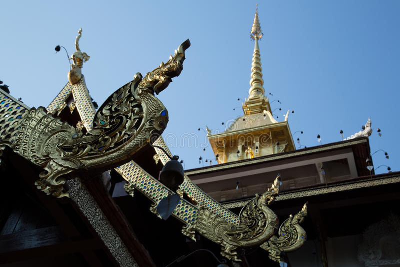 Buddhatempeltak royaltyfria bilder