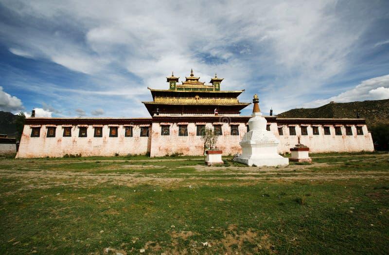 buddhismklostersamye tibet royaltyfria bilder