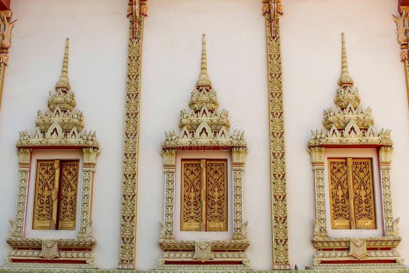 Buddhismustempelfenster lizenzfreie stockfotos