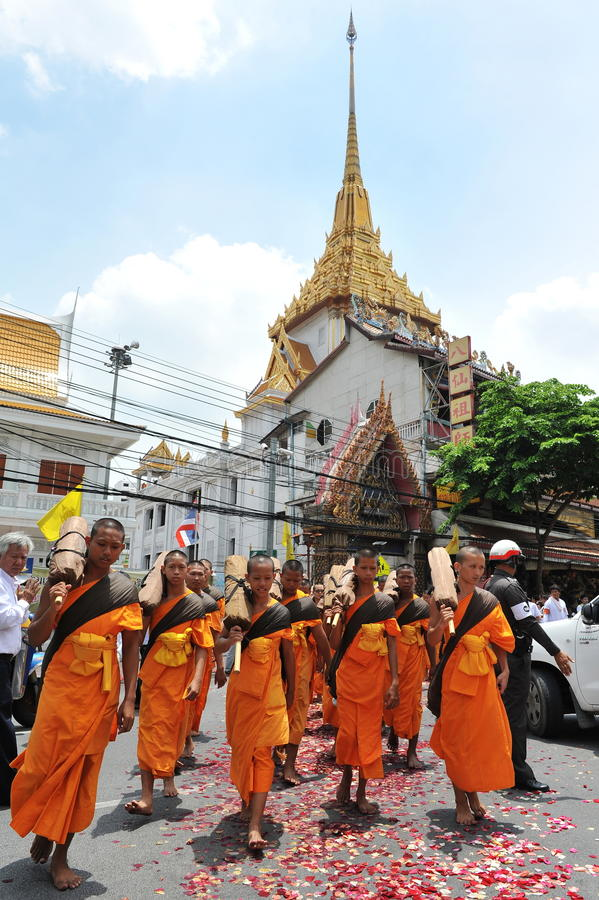 Download Buddhist Pilgrimage editorial photo. Image of blessing - 28672611
