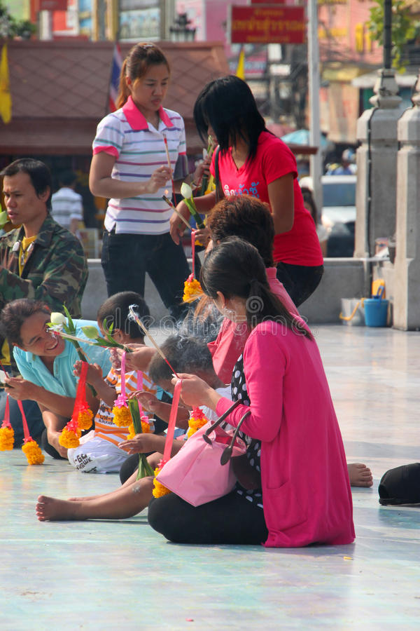 Download Buddhist Worshiping And Making Religious Merit Editorial Stock Image - Image: 22880564