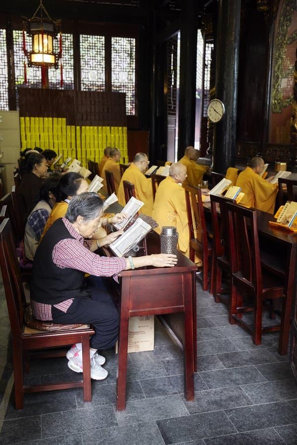 Buddhisten an Wenshu-Kloster lizenzfreie stockfotos