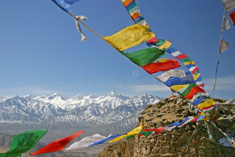 Buddhistische Gebetmarkierungsfahnen lizenzfreie stockbilder