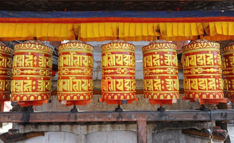 Buddhistische Gebeträder stockbild