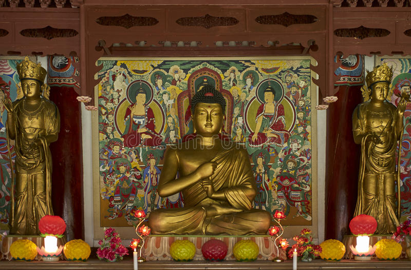 Buddhistische Gebetsstatue in Pohyon-Tempel Nordkorea stockbilder