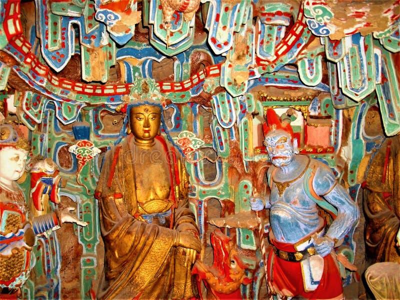 Buddhistische Kunst und Skulptur, helle Farben und Religion stockbilder