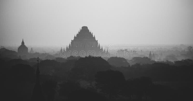 Buddhistische Pagoden bei altem Bagan stockfoto