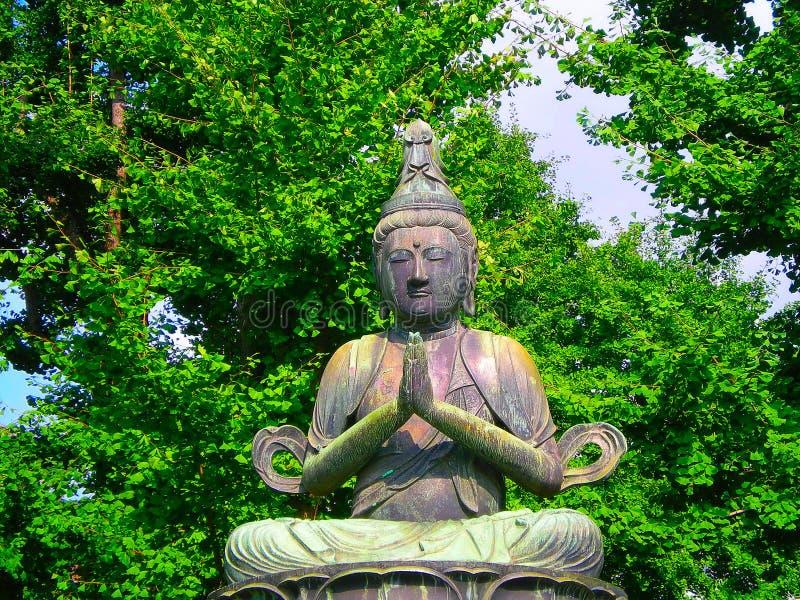 Buddhistische Statue in Tokyo stockbilder