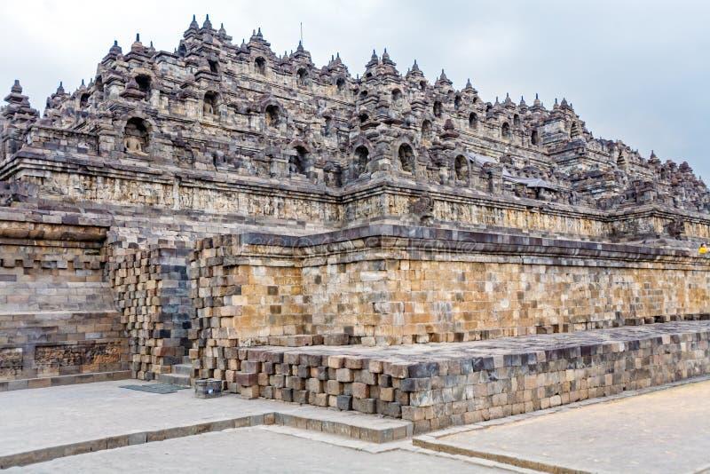 Buddhistischer Tempel Borobudur mit dem Steinschnitzen, Magelang, Java stockbilder