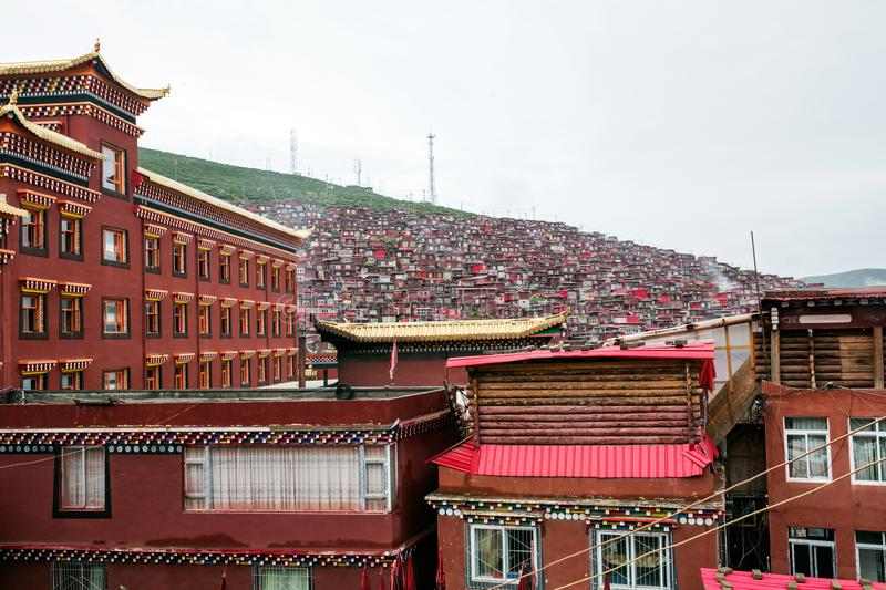 Buddhistisches College in Sichuan, China stockfoto
