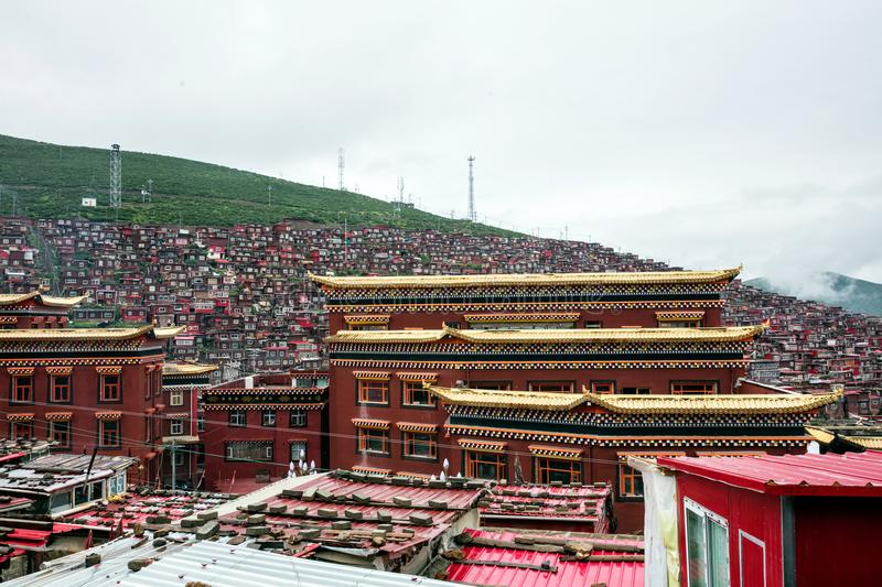 Buddhistisches College in Sichuan, China lizenzfreies stockfoto