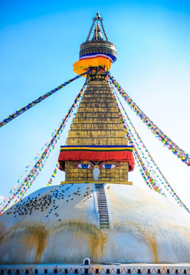 Buddhistisches stupa in den Bergen, Manaslu-Region, Nepal stockfotografie