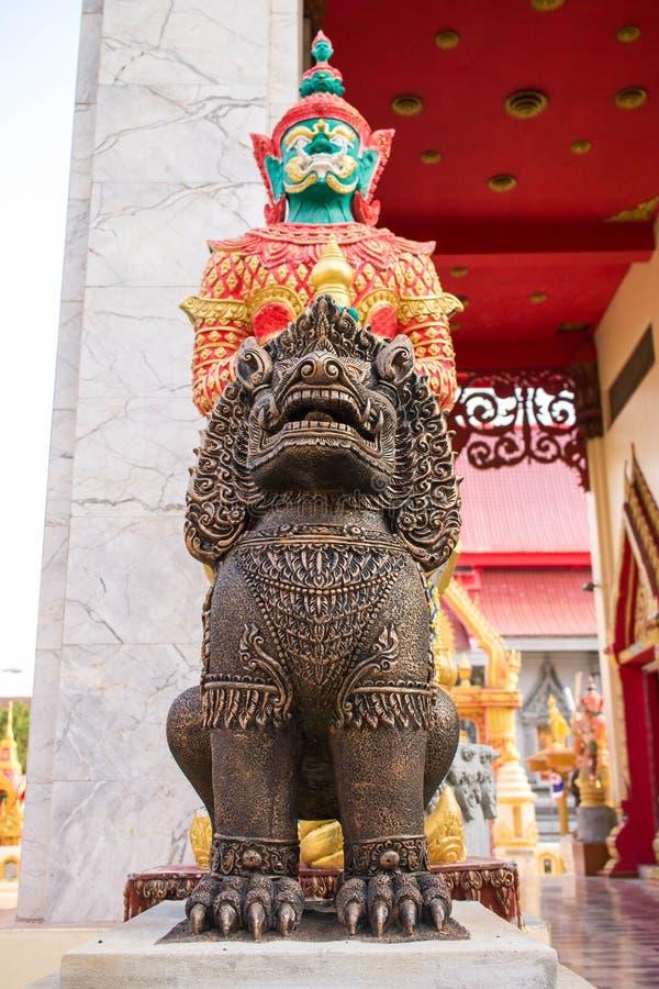 Buddhistsmreus en leo de beschermer van de tempel royalty-vrije stock foto