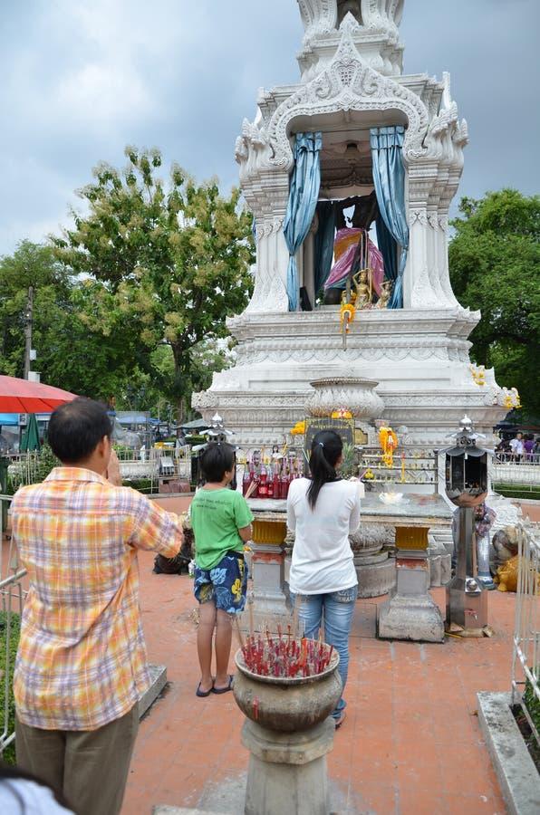 Download Buddisht Beten redaktionelles bild. Bild von dekoration - 26372000