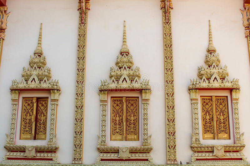 Buddismtempelfönster royaltyfria foton