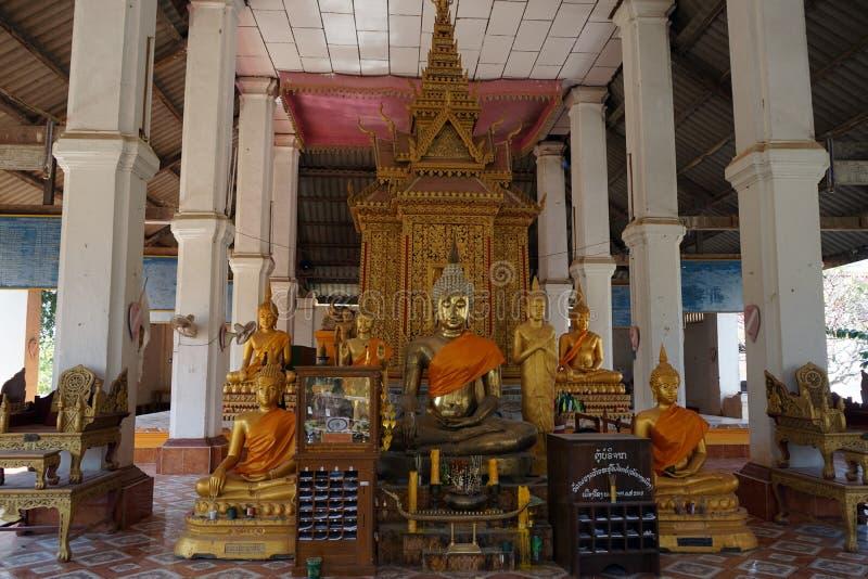 buddist inom tempelet arkivfoton