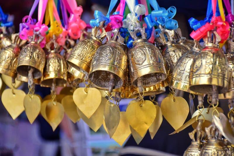 Buddista firmi dentro il tempio della Tailandia immagine stock libera da diritti