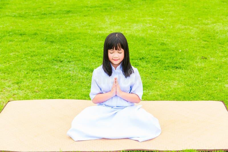 Buddistisk asiatisk flicka royaltyfri fotografi