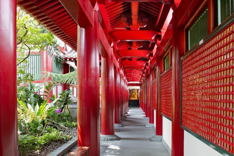 buddistisk kinesisk korridor utanför tempelet royaltyfria bilder