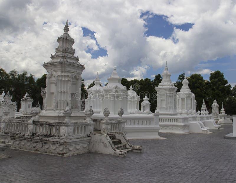 Buddistisk kyrkogård för forntida dynasti fotografering för bildbyråer