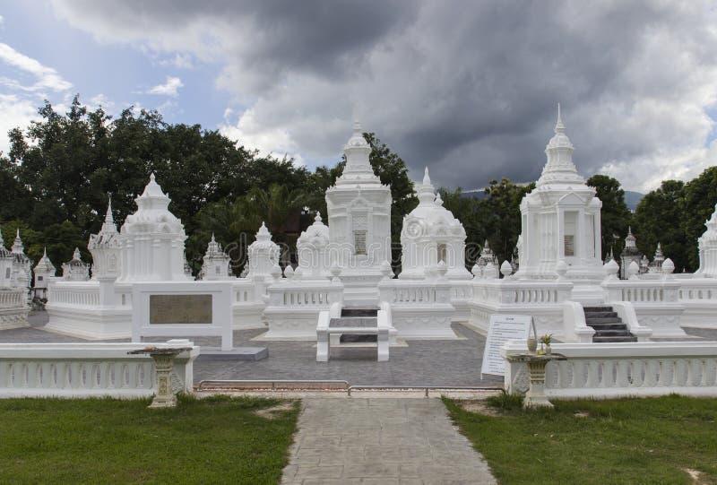 Buddistisk kyrkogård för forntida dynasti royaltyfri fotografi