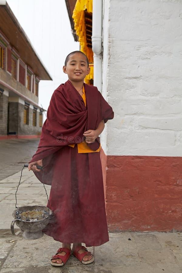 Buddistisk munk på den Pemayangtse kloster, Sikkim, Indien arkivfoton