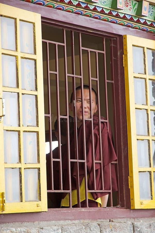 Buddistisk munk på den Pemayangtse kloster, Sikkim, Indien royaltyfri bild