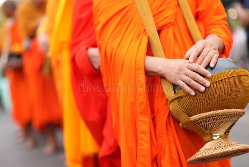 Buddistisk munks allmosabunke, Thailand royaltyfri fotografi