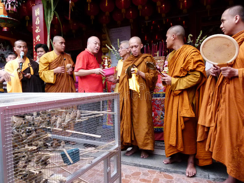Buddistisk ritual royaltyfria bilder