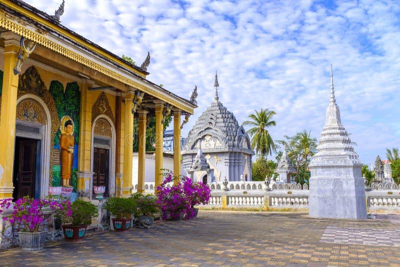 Buddistisk tempel i Battambang, Cambodja royaltyfria bilder