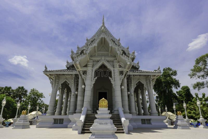 Buddistisk tempel under blå himmel fotografering för bildbyråer