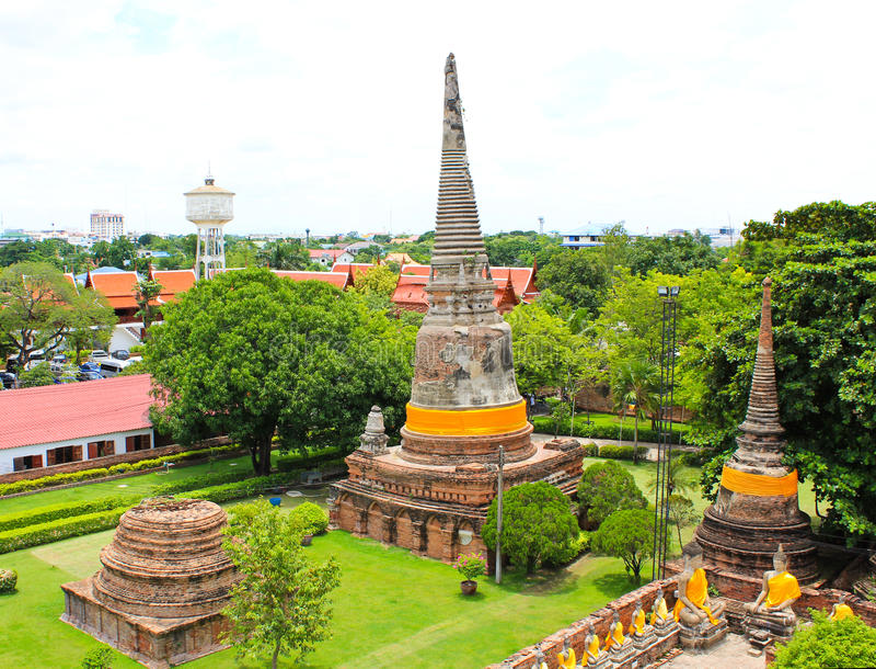 Buddistisk tempel - Wat Yai Chai Mongkon royaltyfria foton