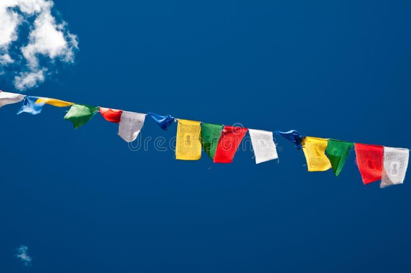 Buddistiska bönflaggor royaltyfria foton