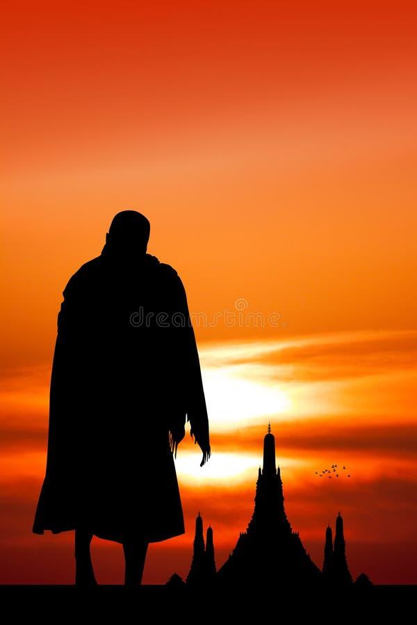 Buddistiska munkar på templet på solnedgången vektor illustrationer