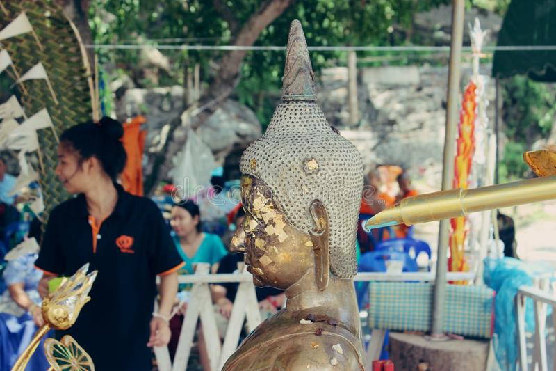Buddistiska ritualer royaltyfri bild