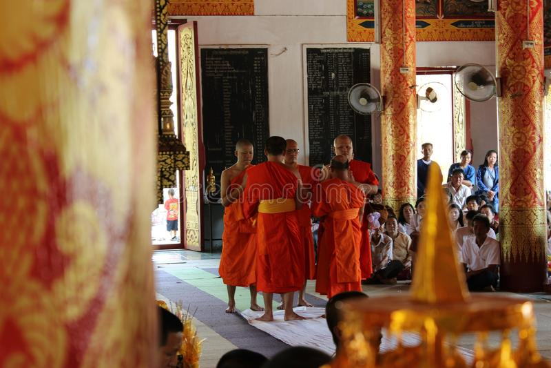 Buddistiska ritualer royaltyfri foto