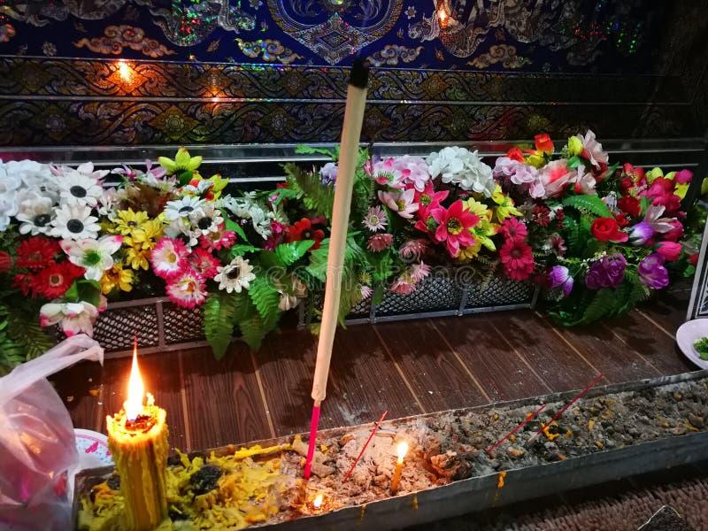 Buddistiska ritualer f?r Sakon Nakhon Thailand mars 2019 sl?kta begravnings- d?d i lantliga Thailand royaltyfria bilder