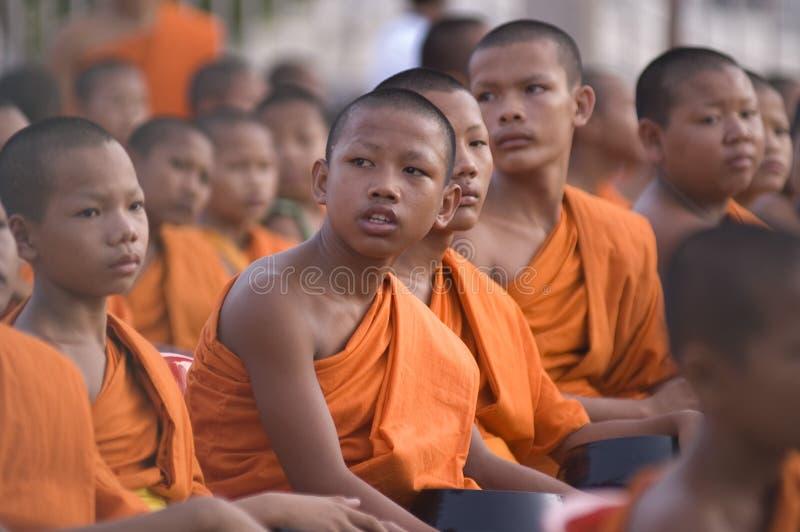 buddistiska thai samlingsmonks royaltyfri foto