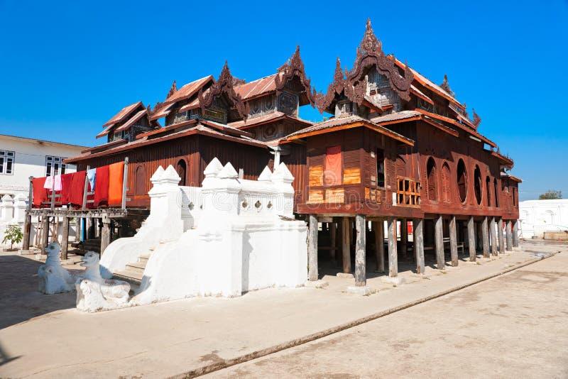 buddistiskt myanmar tempel royaltyfria bilder