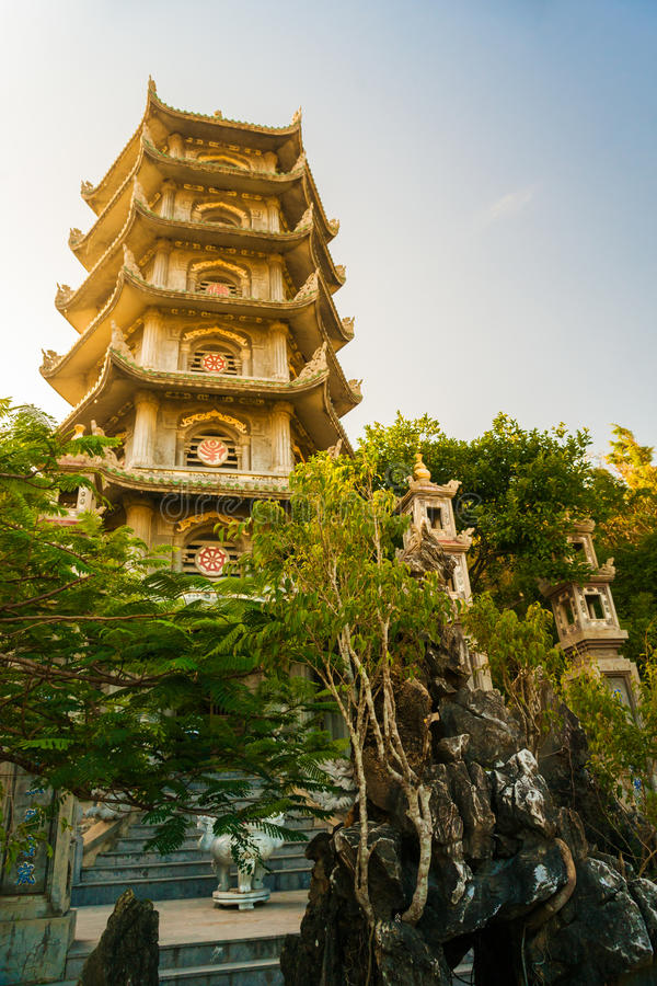 Buddistiskt pagodtorn, marmorberg, Danang fotografering för bildbyråer