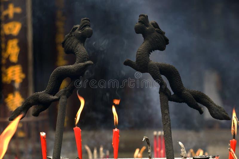 buddistiskt sichuan för gasbrännaredrakerökelse tempel arkivbild